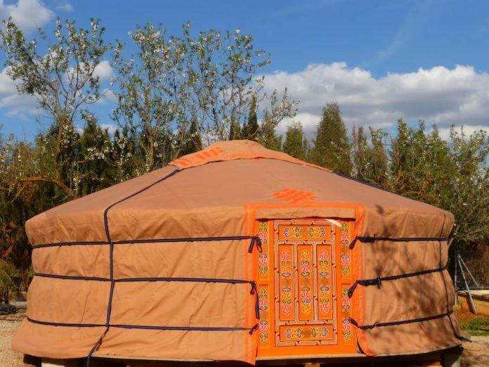 yurta airbnb